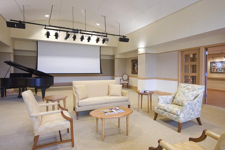 Residents and guests often perform in the MusiCares Salon, either for guests, family or for each other. Celebrity guests also visit, both to enrich the lives of our residents or renew friendships with colleagues. |
